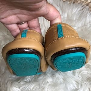Tieks Shoes - Tieks genuine leather ballet flats camel size 7